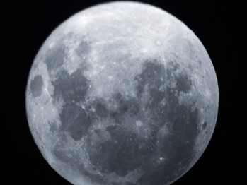Moonostalgia, the first time I met the moon after a thousand times I met the moon.