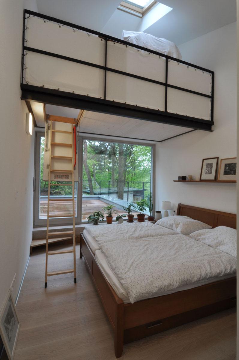 13 poschodie spálňa