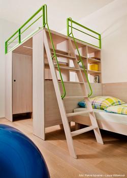 19 detská izba - šatník postel