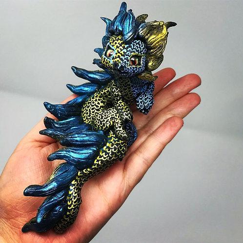 Zamio - the cute bi-coloured dragon