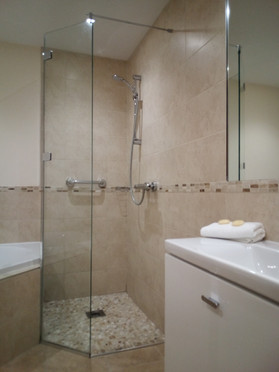 junior suite shower and bath