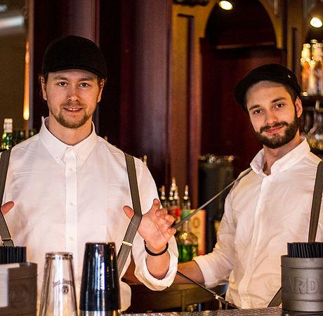 Kjuagutter i baren