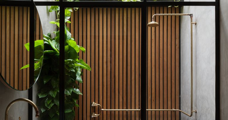 10 Stunning Outdoor Showers to Get You Through the Work Week