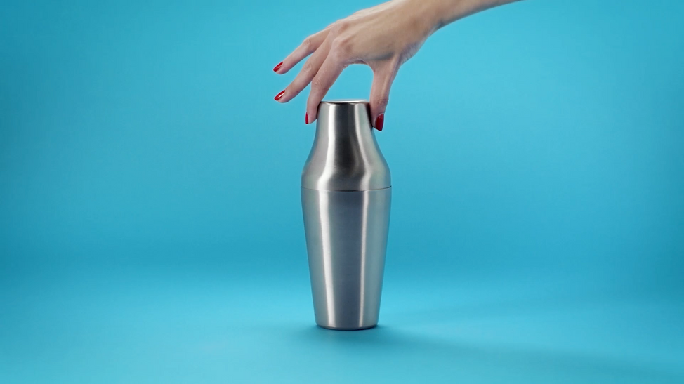 Hand holdin a cocktail shaker for Lancome