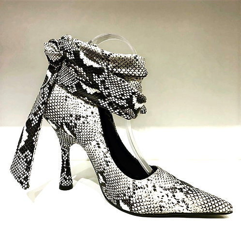 Snake skin tie-up pump