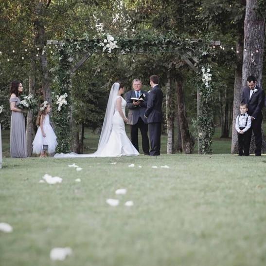 Cedar Ridge Barn Outdoor Wedding