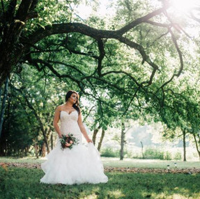 Cedar Ridge Barn Bride and Tree