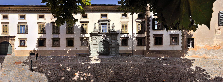 Palazzo Salis Tirano.jpg