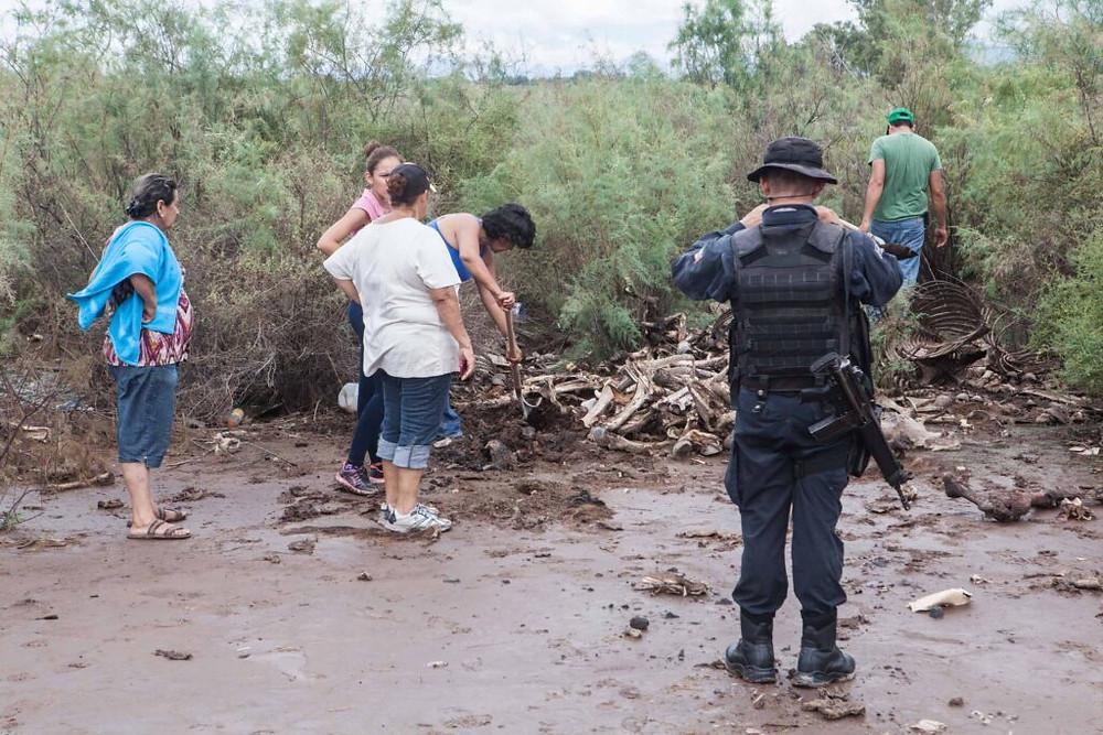 El 20 de julio del 2014 familias de personas desaparecidas encontraron cinco cuerpos en fosas clandestinas. Crédito: Luis Brito.