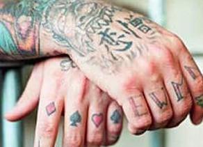 El lenguaje de los presos en la piel