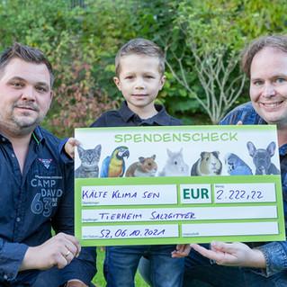 Familie Sen spendet 2.222,22 Euro