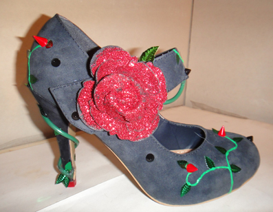 Red rose and thorn vine shoes