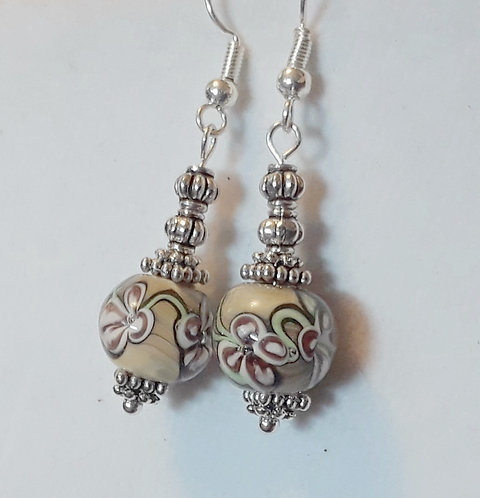 Lampwork flower earrings | Beige | Jewelry |Earring