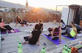 roller fitness class on a rooftop in zurch