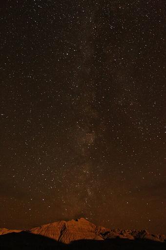 eerie-lighting-graces-a-nebraska-mountai