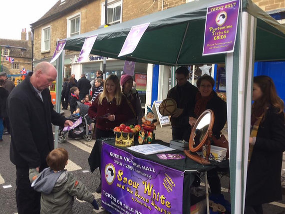 Oundle Christmas Market 2017 Oundle Pantomime