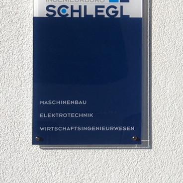 Firmenschild Acrylglas weiß inkl. Folie geplottet 2-färbig