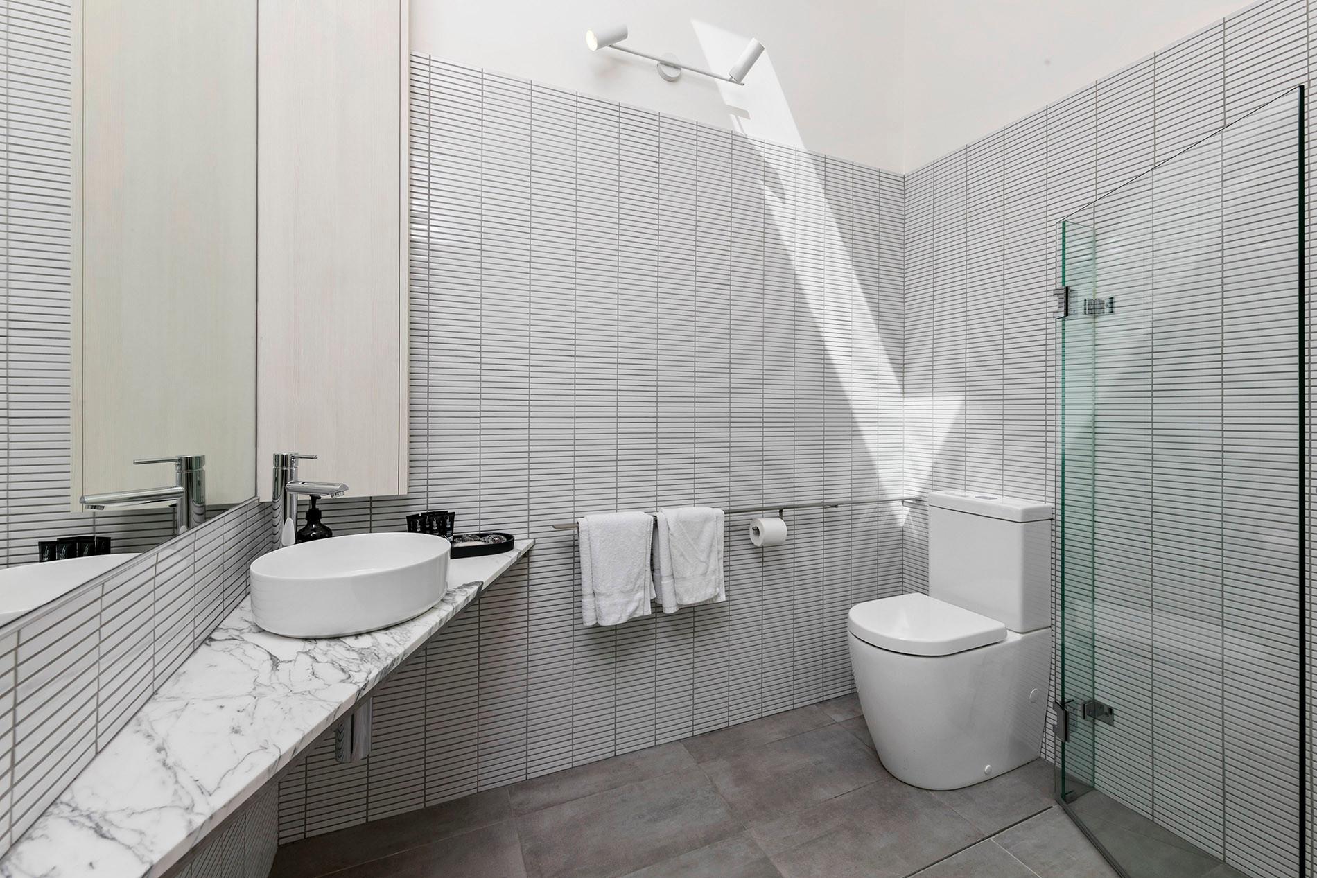 Central bathroom (farmhouse)