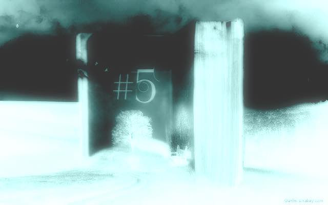 Das magische Buch Teil 5: Aufgeschlagenes Buch im weißen Licht
