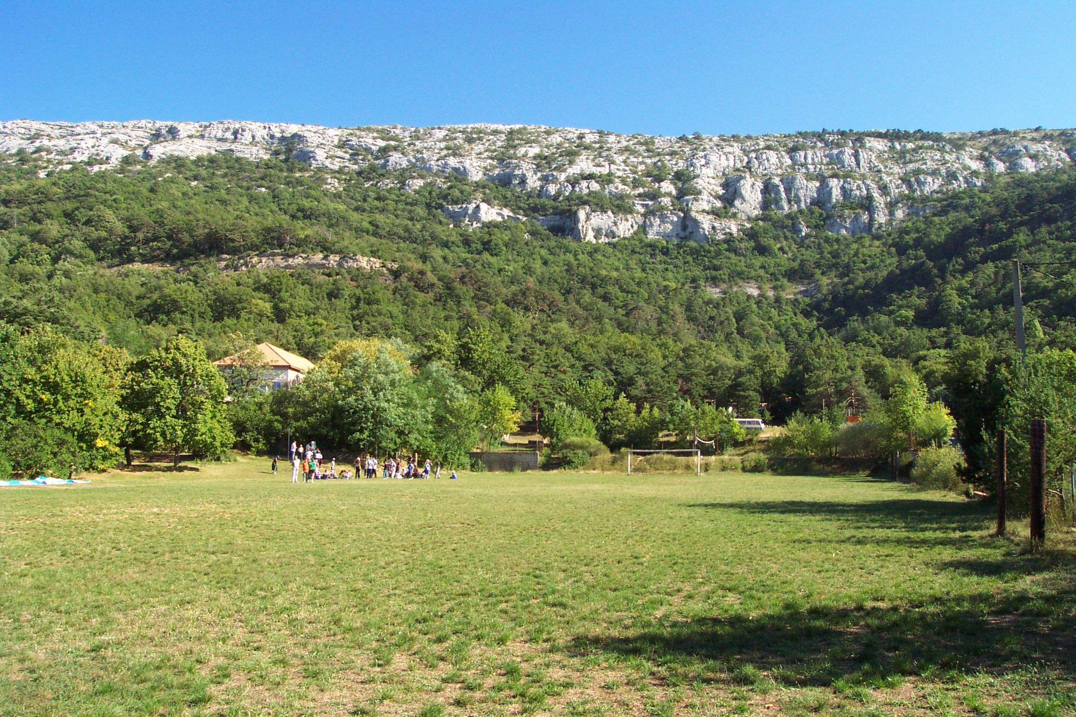 Saint Baume terrain foot avec petit groupe