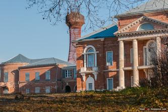 Башня расположена рядом с усадебным домом. Фото Вадима Разумова