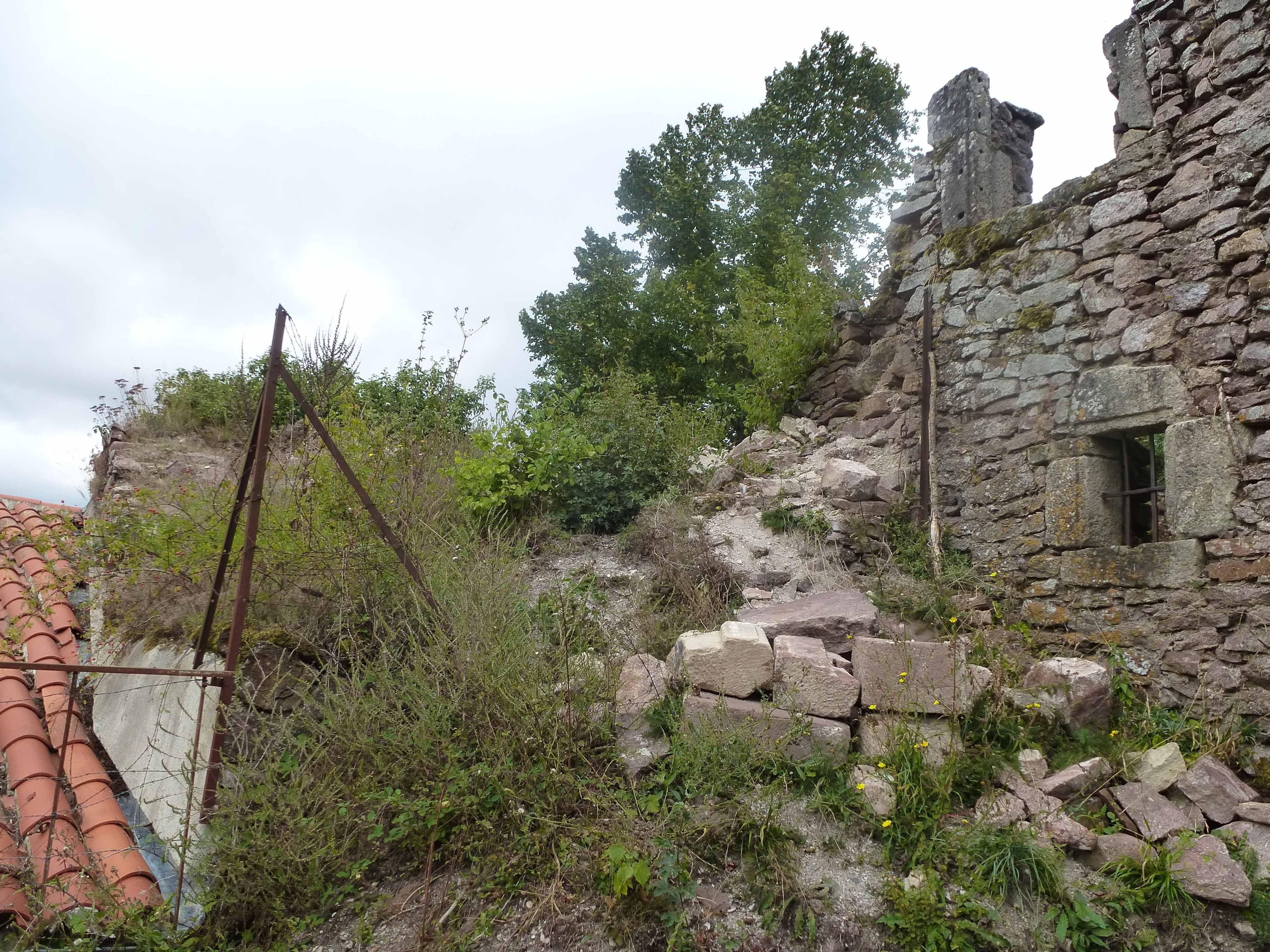 Près de l'entrée du château