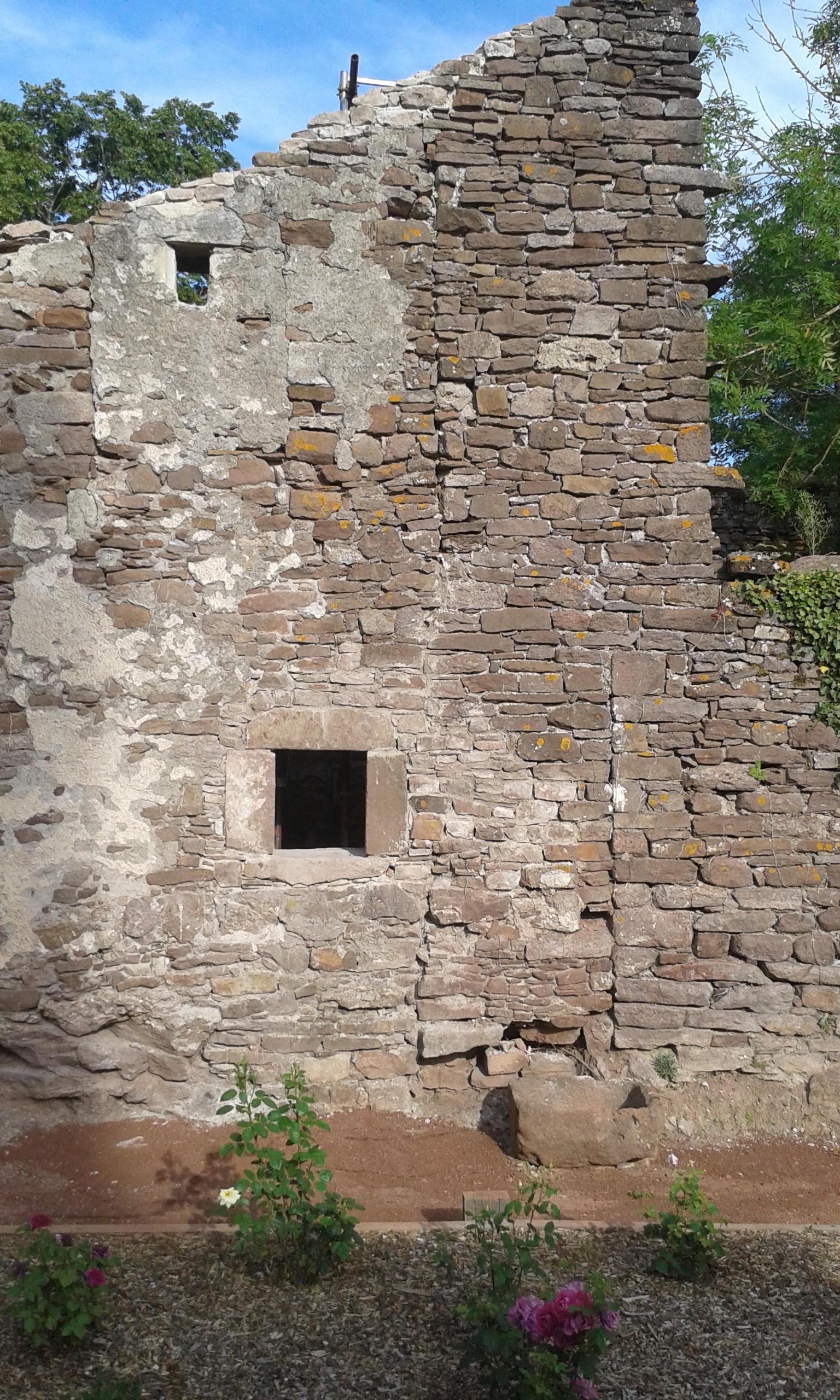 mur écuries vue de la roseraie
