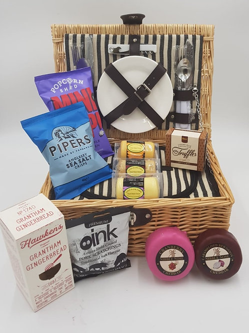 LOADED PICNIC BASKET - WITH CHILL COMPARTMENT