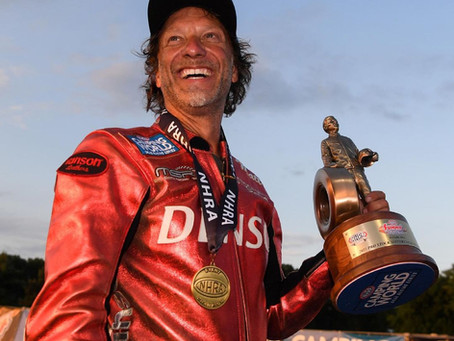 Matt Smith blasts down the strip with his Buell® taking the winner's circle
