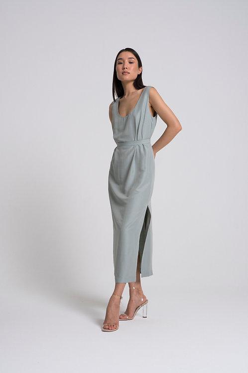Платье свободного силуэта с овальным декольте