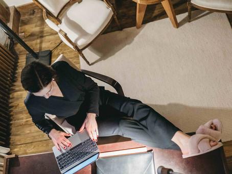 Klädtips för digitala möten - så glänser du online!