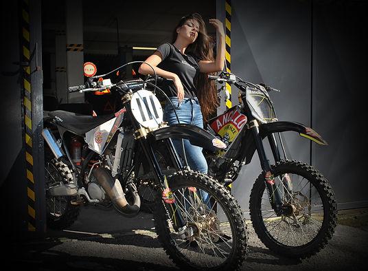 Motorcycles Ancillotti moto da cross GA 125 e 250 Cafe Race 2019 Serbatoio in metallo parafanghi neri e molla ammortizzatore rossa Competizione 2009