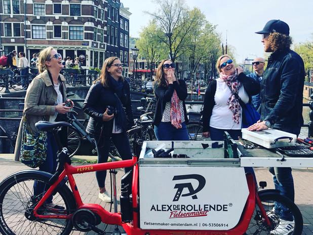 Meeting Alex, a mobile bike mechanic, in De Jordaan neigherbourhood