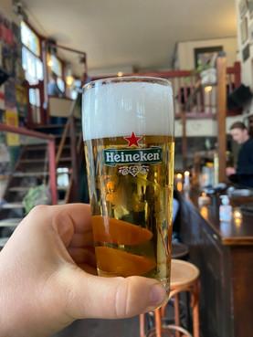 Amsterdam-Kneipe-Bier-Proost-Heineken.jp