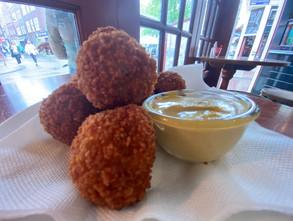 Holland-typisch-Essen-Bitterballen.JPG.j