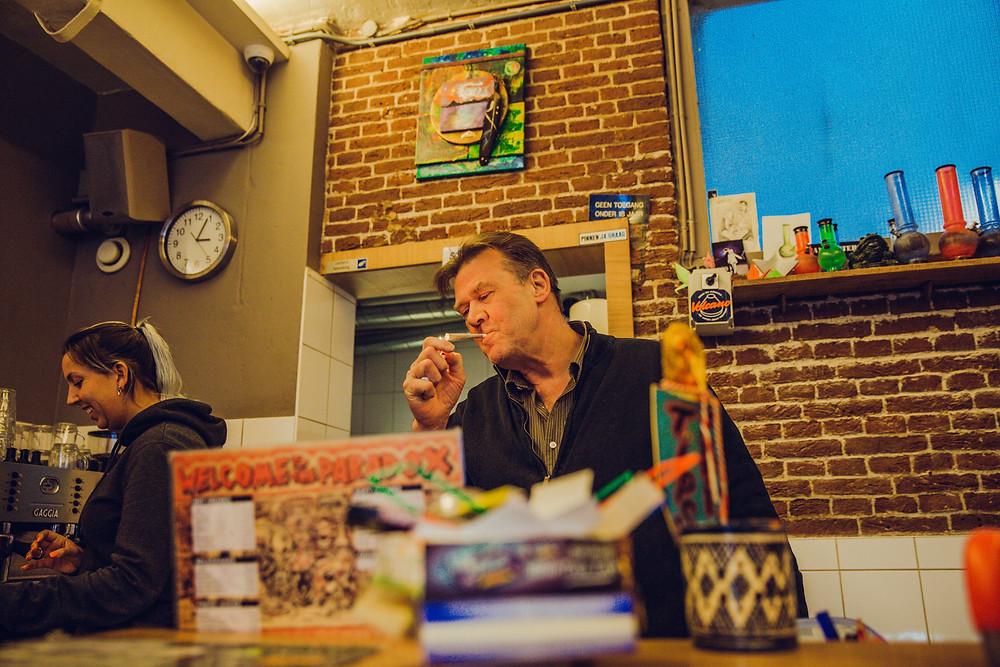 man-smoke-weed-joint-amsterdam-coffeeshop-cannabis-cafe-paradox-jordaan