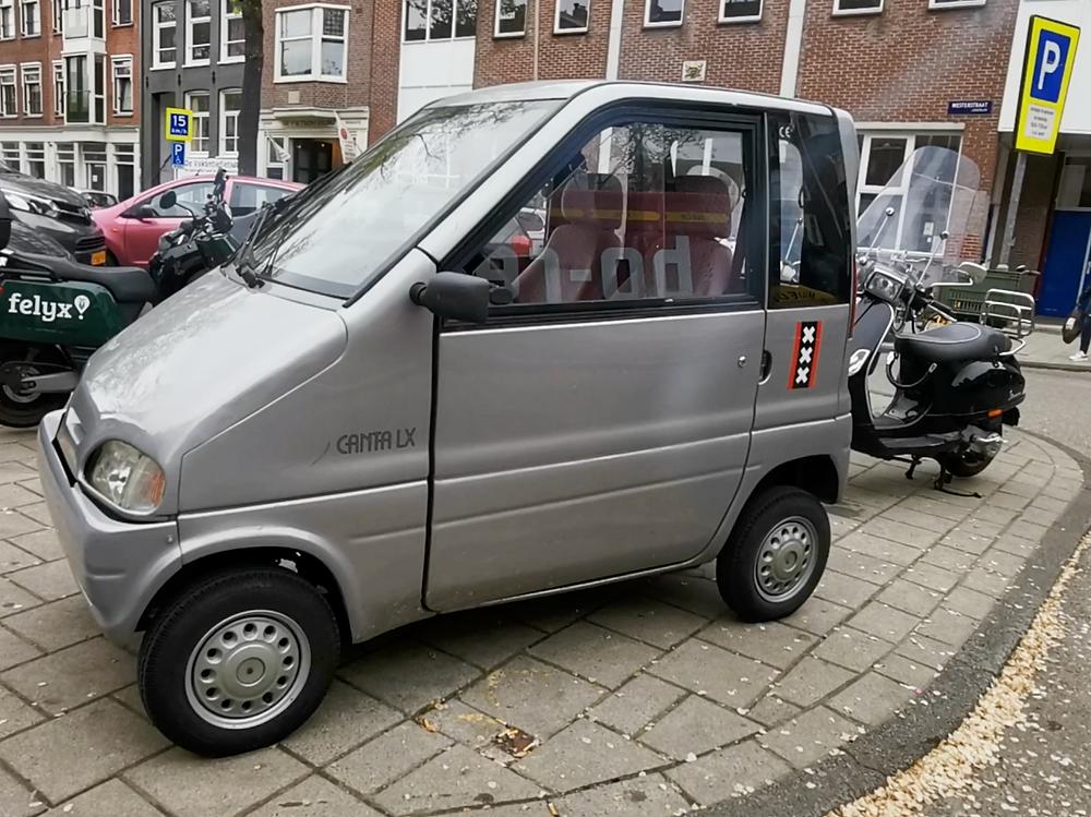 Tiny-car-Amsterdam-westerstraat
