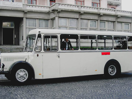 Lyarma- witte trouwbus regio Brugge.jpg
