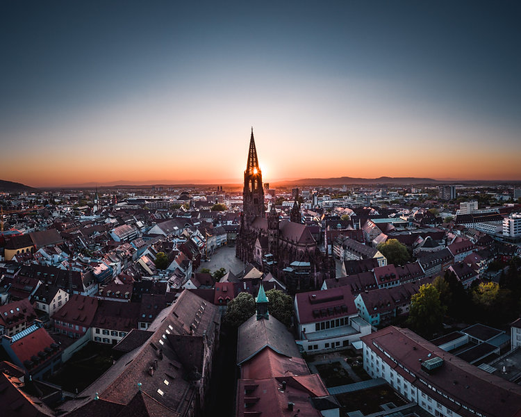 Sonnenuntergang Freiburger Münsterturm im Sommer