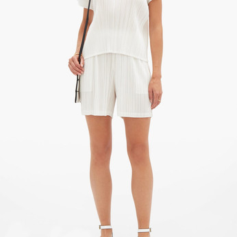 Some White Outfit Ideas To Try Out For Your Fourth of July Holiday Weekend