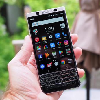 BlackBerry sues Twitter for patent infringement