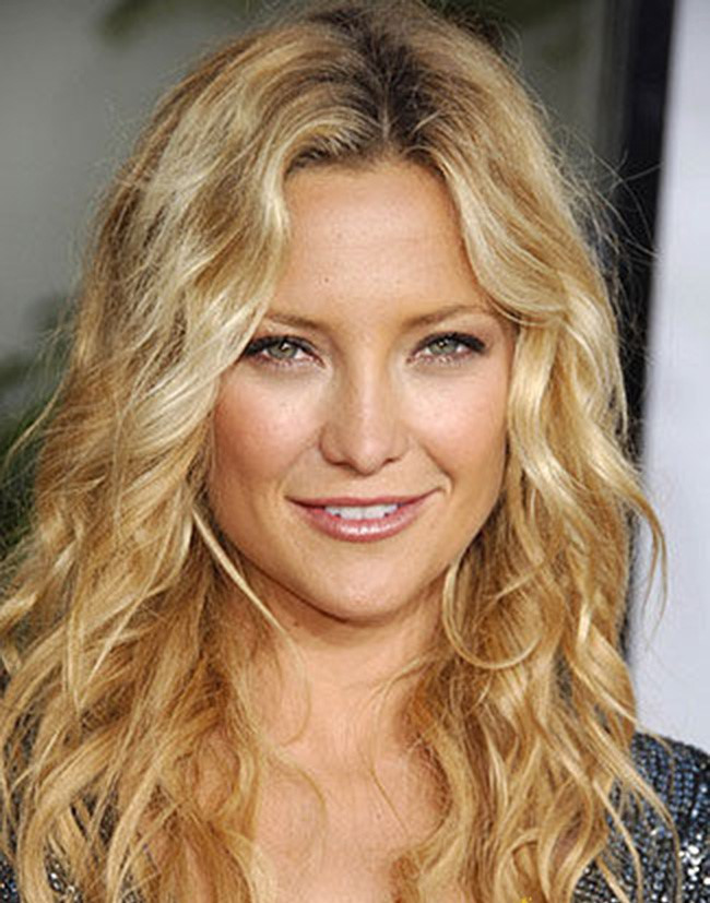 Kate Hudson with a curly do (Shop products to get a curly do)