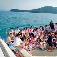 group photo on yacht trampoline pattaya.