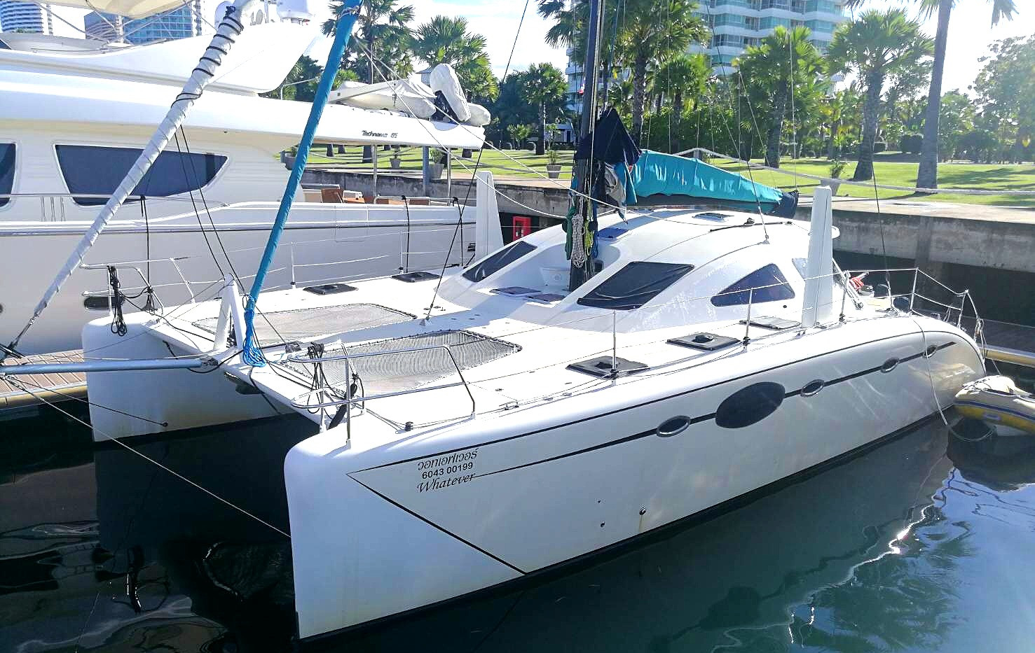SY390 Catamaran front