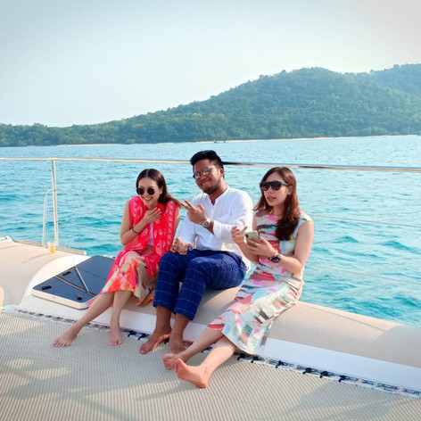 3 customer on pattaya yacht trampoline.j