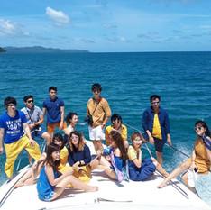 Yacht in pattaya freinds group shot.jpg