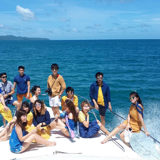 Yacht in pattaya freinds group shot.jpg
