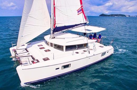 Sailing Catamaran Yacht lago420.jpg