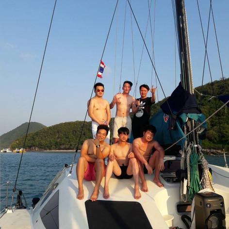 boys on yacht pattaya.jpg