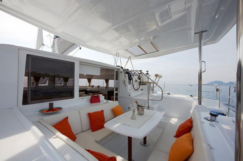 lagoon 420 rear deck.jpg